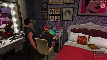 Velho milf esvaziando a mamadeira no quarto da neta na frente do computador dela