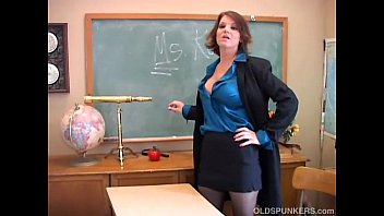 Vieilles sexy - Sexy old spunker teacher loves to fuck her juicy pussy for you