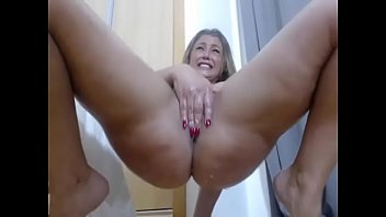 Oiled Milf started squirting