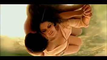 Zarine Khan Kisses Very Hot in hate story 3