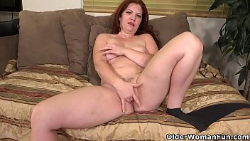 Pantyhosed milf Kimberlee loves fingering her hairy pussy