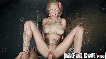 (Bonnie Rotten) - Bonnie Bonds With Her Neighbor - MOFOS