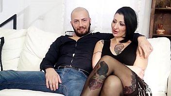 CASTING ALLA ITALIANA - Sesso violento per l'_italiana Lady Muffin e un