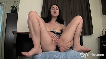 Sexy toes curling - Brunette samara toy her pussy upskirt