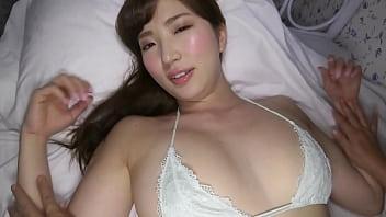 【イメージ】頬を赤らめながら身を委ねて巨乳をマッサージされ続ける美女