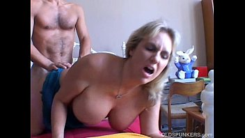 Mature adorables - Wanda is a beautiful big tits mature babe who loves to fuck