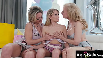 Hot lesbian granny Nina Hartley and MILF Dee Williams introduces their family tradition to granddauther Scarlett Sage by starting a lesbian 3some sex.
