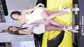 公众号【是小喵啦】韩国车展现场白色姐妹花车模实拍