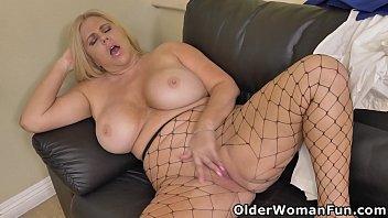 Shapely milf Karen Fisher rubs her mature pussy