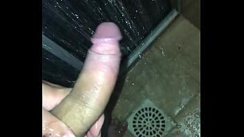 Hombres osos gay - Masturbacion a solas pollon
