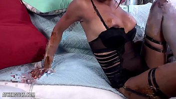 Nia Nacci gets off with a huge dildo