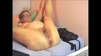 Hacking webcam of my old bitch mom