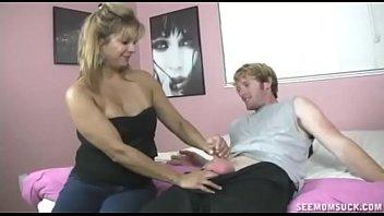 Teen And Mom Take Turns In Super Blowjob Fun
