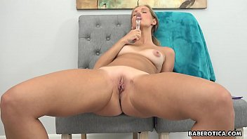 Solo blonde, Kinuski Kakku using a glass dildo, in 4K