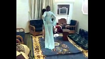 2 sexy arab girls shaking ass