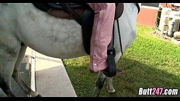 Rachel siede il suo culo a cavallo
