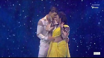 Divyanka Tripathi Navel treat in rain song,Hottest performance ever!
