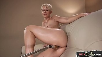 Milf beauty masturbates with vibrator