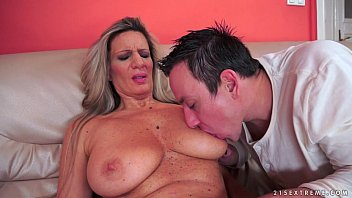 Keez stockings tits - Huge titted granny fucks in stockings