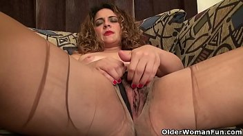 Mature pantyhose rip - American milf vanessa jones plays with her hairy pussy