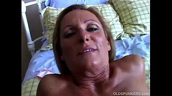 Sexy cougar in stockings