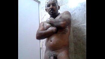 Maduro de df jalandose en la ducha