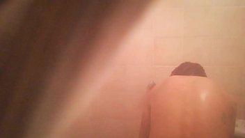 Inquilina en el baño