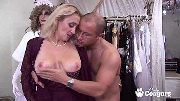 Horny Granny Petra Eagle Has Her Old Face Fucked