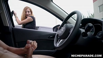 NICHE PARADE - Dick Flash For Surprised Latina In Parking Lot