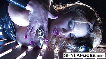 Sexy Shyla's Smoking Fetish