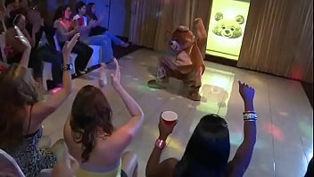DANCING BEAR - Kendra Lane's Bachelorette Party Was Off Da Chain!!!