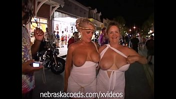 Crazy costume ideas for adults Crazy halloween street party part 1