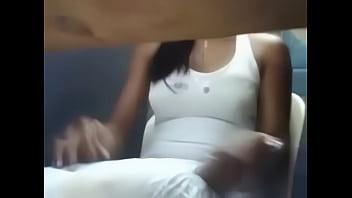 Garota se Masturbando Em Uma Lan House