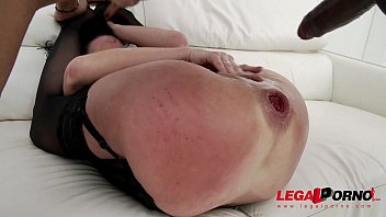 American MILF Veronica Avluv no holes barred super squirt session