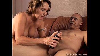 Older women that love to suck cock