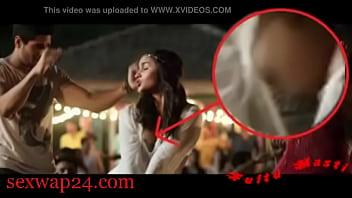 Alia Bhatt bollywood Nipple and breast (sexwap24.com)