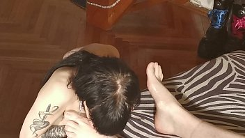 BETH KINKY - LICKING CLEAN DADDY'S DIRTY AND SWEATY FEET AFTER A LONG DAY HD
