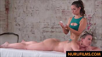 mobile porno Yardımcısı masaj eylemi izleyenin