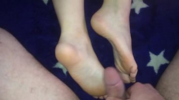 wife give feet job