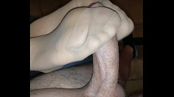 homemade nylon footjob with cumshot over her stinky feet