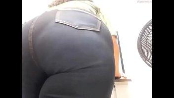 Mujer con gran culo en la web cam se quita la ropa , video completo en el enlace https://shon.xyz/DGv6f