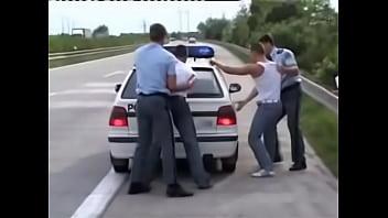 Gay police pictures Preso se deja comer del policia