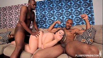 Sexy BBW Hillary Hooterz Fucked and Used By 2 Big Black Cocks صورة