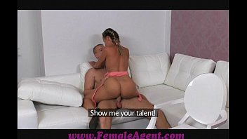 sexo gratis de Femaleagent gentle giant makes female agent weak at the knees