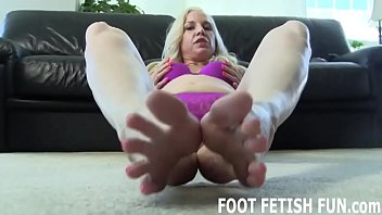I need a naughty boy who loves jerking off to feet