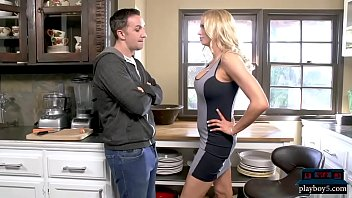 Stepmom MILF Briana Banks oral sex and kitchen fuck video