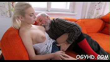 Horny young honey screwed by old guy Vorschaubild