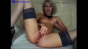 Русская веб моделька занимается виртуальным сексом онлайн - vk.com/cseks
