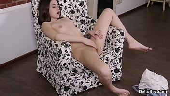 Unmistakable nympho masturbates spread pussy until she is coming