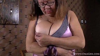 Granny vulva pics - Omageil collection of hot mature films and pics